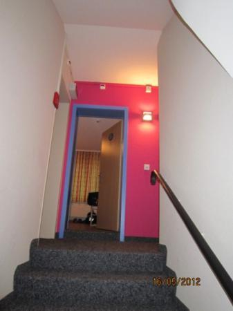 Hotel Blume: Escada em direcao ao quarto