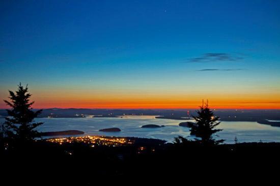 Cadillac Mountain: Sweet hour before sunrise of Bar Harbor