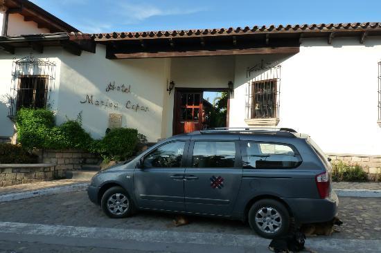 Hotel Marina Copan: Front of hotel