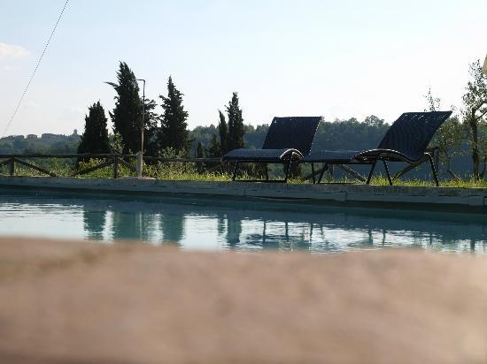 Il Paretaio: It is time to relax on the pool