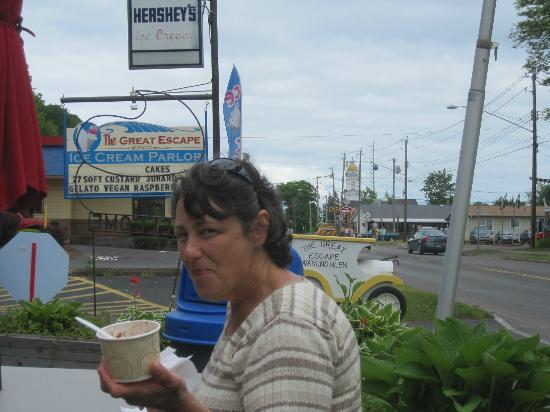 The Great Escape Ice Cream Parlor: Downtown Watkins Glen !
