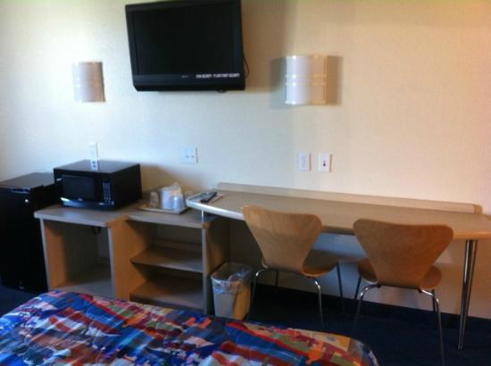 Motel 6 Norman : Desk area