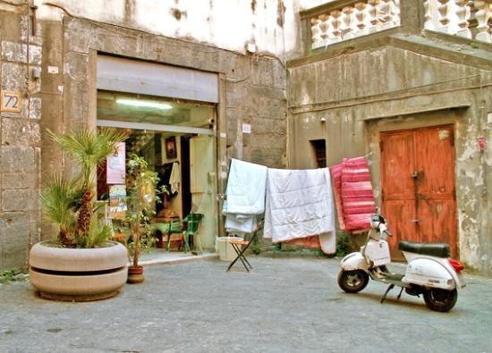 Lavanderia Bagnoli : Menuda lavandería! foto di centro storico napoli tripadvisor