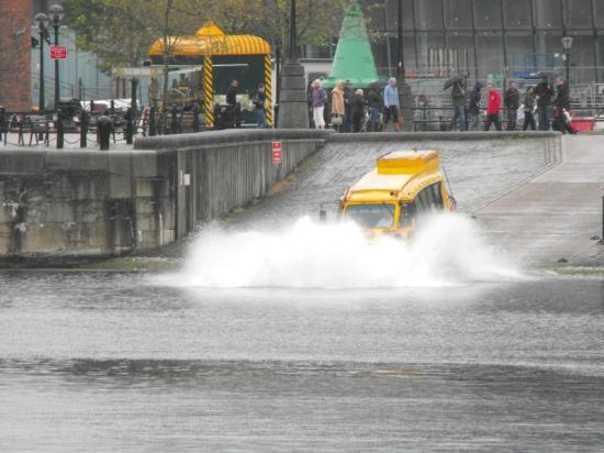 Yellow Duckmarine: Splashdown