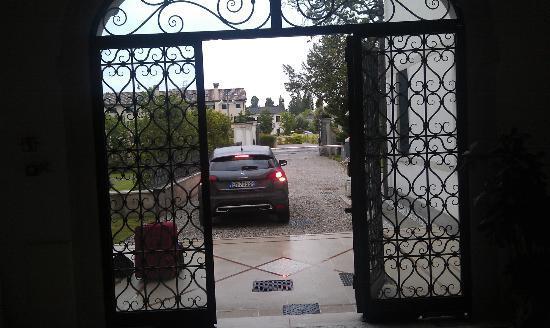 Villa Contarini Nenzi Hotel: Original gate