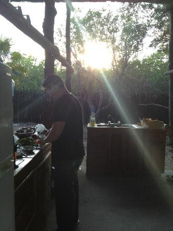 Las Palmas Maya : Cooking dinner at sunset.