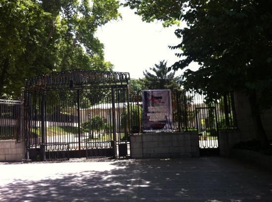 Niavaran Palace Complex: giris kapisi