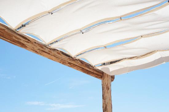 Calcada Guesthouse : Roof terrace sun shade