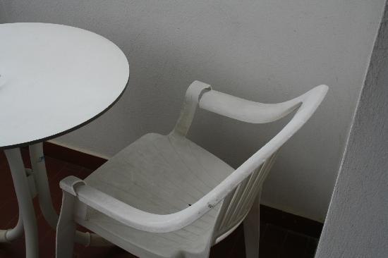 Hotel Raffaello: Stuhl am Balkon