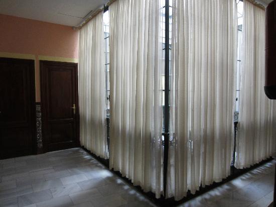 Hotel Europa: Interior hallway