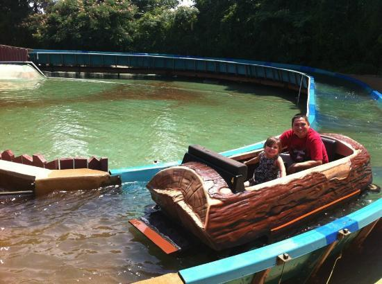 Magic Springs Theme and Water Park : Log Ride