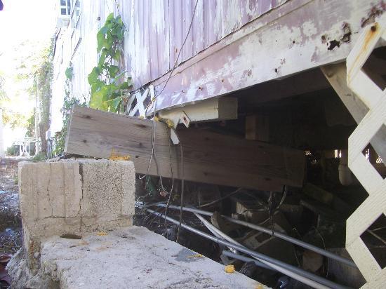 Bonefish Resort: building balanced on this beam