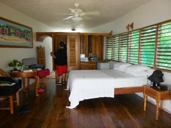 Coral Cove Resort: Room