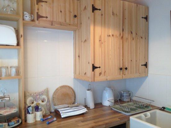 Barn Owl Accommodation: kitchen area