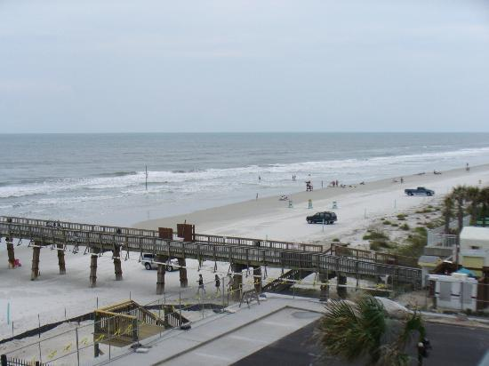 Tropical Suites Daytona Beach : View from the unit to the sourth