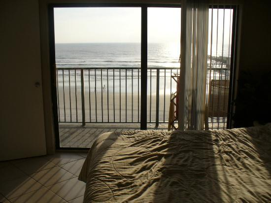 Tropical Suites Daytona Beach : Master bedroom and view
