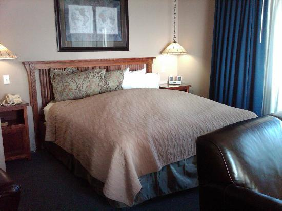 Surf Motel: Fluffy feather bed (so comfy!)