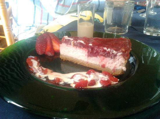 La Fuente : Tarta de queso y fresa, buenísima!!