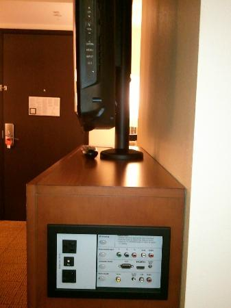 Hyatt Place Philadelphia / King of Prussia: side view of the TV
