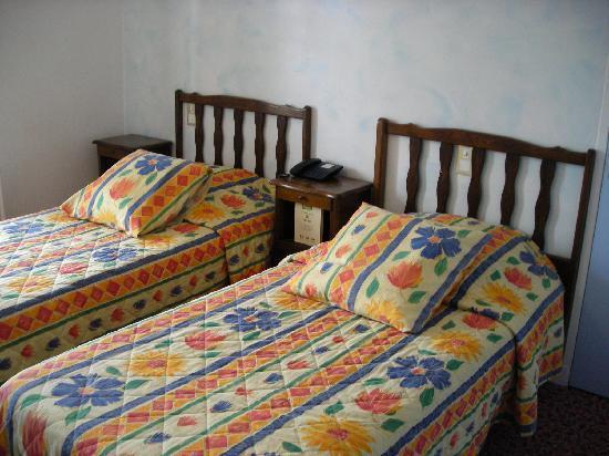 Logis Le Barriol: Room