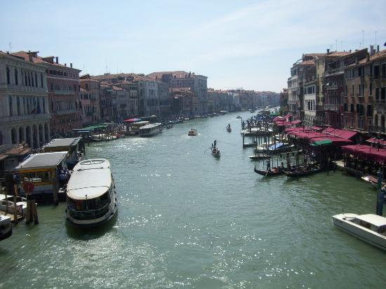 Spagna Hotel: Venice Grand Canal within walking distance from hotel.