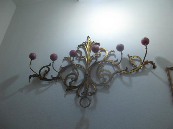 Hotel Casa Cristina: Hallway decorations