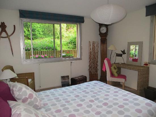 Le Jardin Cache : Bedroom