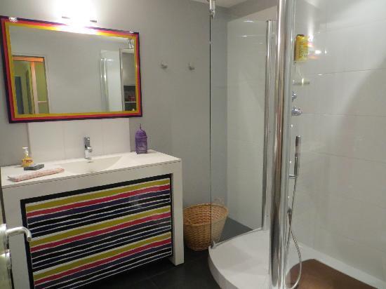 Le Jardin Cache : Bathroom