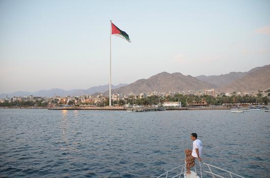 Sea Guard & Yasmena Boat: Aqaba shore with 100ft flag..Looks impressive from the sea..