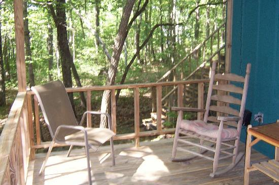 Mountain Laurel Inn Bed & Breakfast: Relax in the mountain breeze.