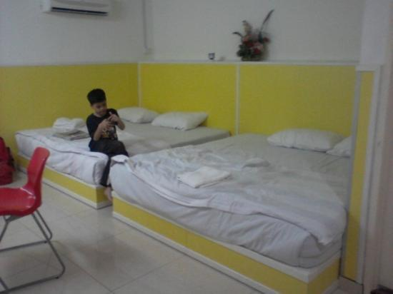 Abby Hotel IGB International Industrial Park : 2 King Size Bed and AC