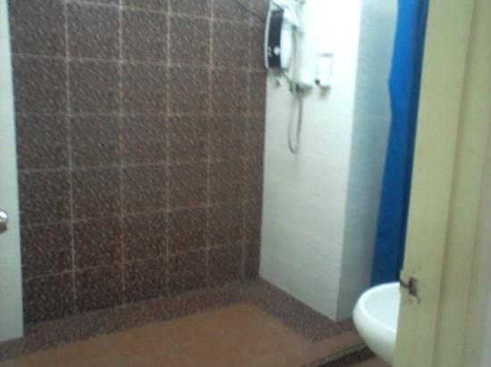 Abby Hotel IGB International Industrial Park : Shower plus hot water facility