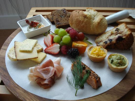 Ocean Point Inn & Spa: The Cheese Plate - my second morning breakfast