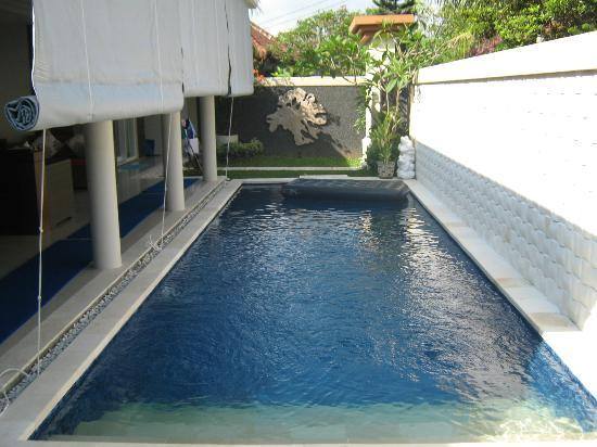Heliconia Villas: the pool-always cool