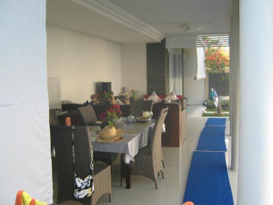 هيليكونيا فيلا: dining, kitchen
