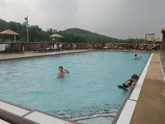 Bear Creek Mountain Resort: Outdoor Heated Pool