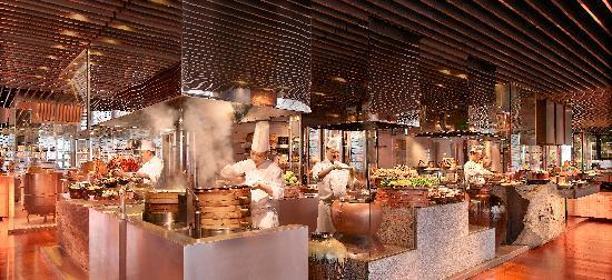Grand Hyatt Guangzhou : The Market Cafe Open Kitchen Stations