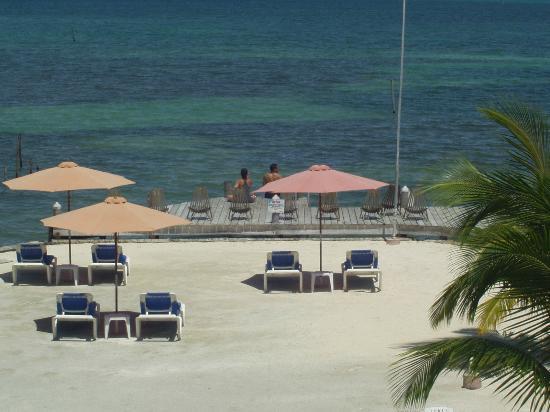 Iguana Reef Inn: Iguana Inn dock
