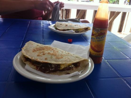 Anthony's Chicken: baleadas