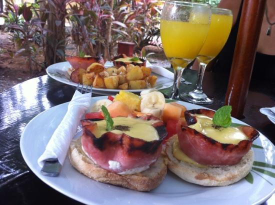 Anthony's Chicken: mimosas and eggs benny
