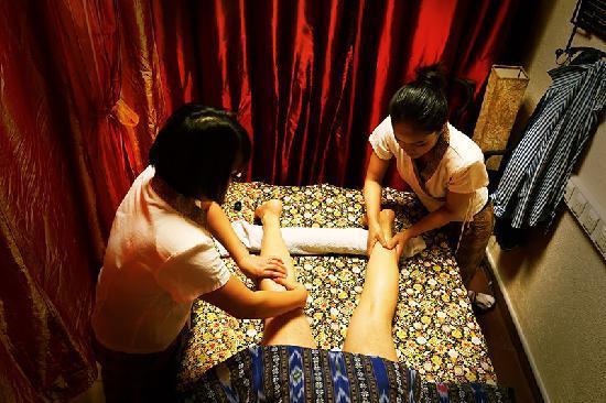Thep Kinnaree : Legs massage