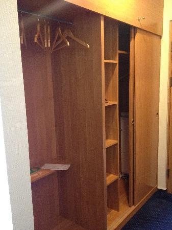 Neringa Hotel: Closet in the room, no safe