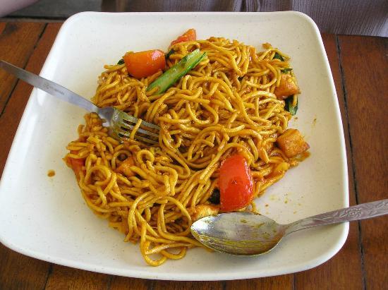 Harbour Garden Cafe: vegetable egg noodle