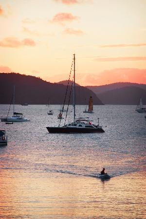 Whitsunday Sailing Club: Stunning sunsets from the all weather deck