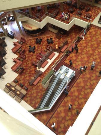 Hyatt Regency Austin: View down into the lobby area