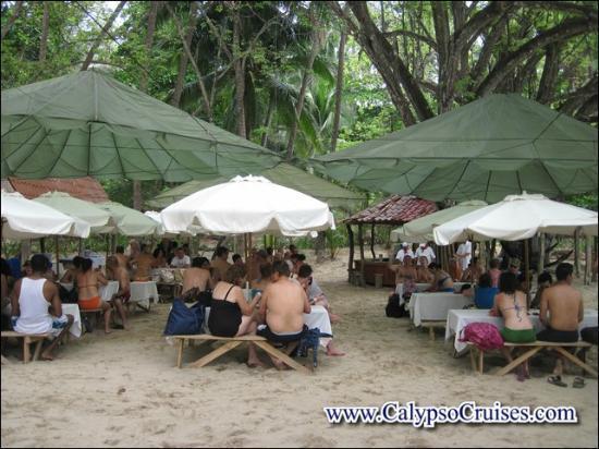 Turismo en Costa Rica CR : carpas instaladas para nuestra comida
