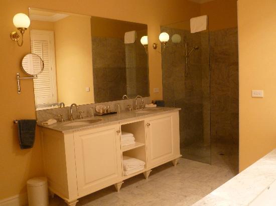 วูดแมน เอสเตท: Bathroom