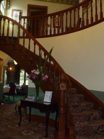Woodman Estate: Beautiful Stairs At Reception