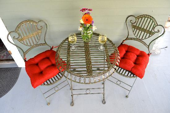 The Kirk House Bed & Breakfast: Outdoor dining