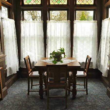 The Kirk House Bed & Breakfast: Inside Dining
